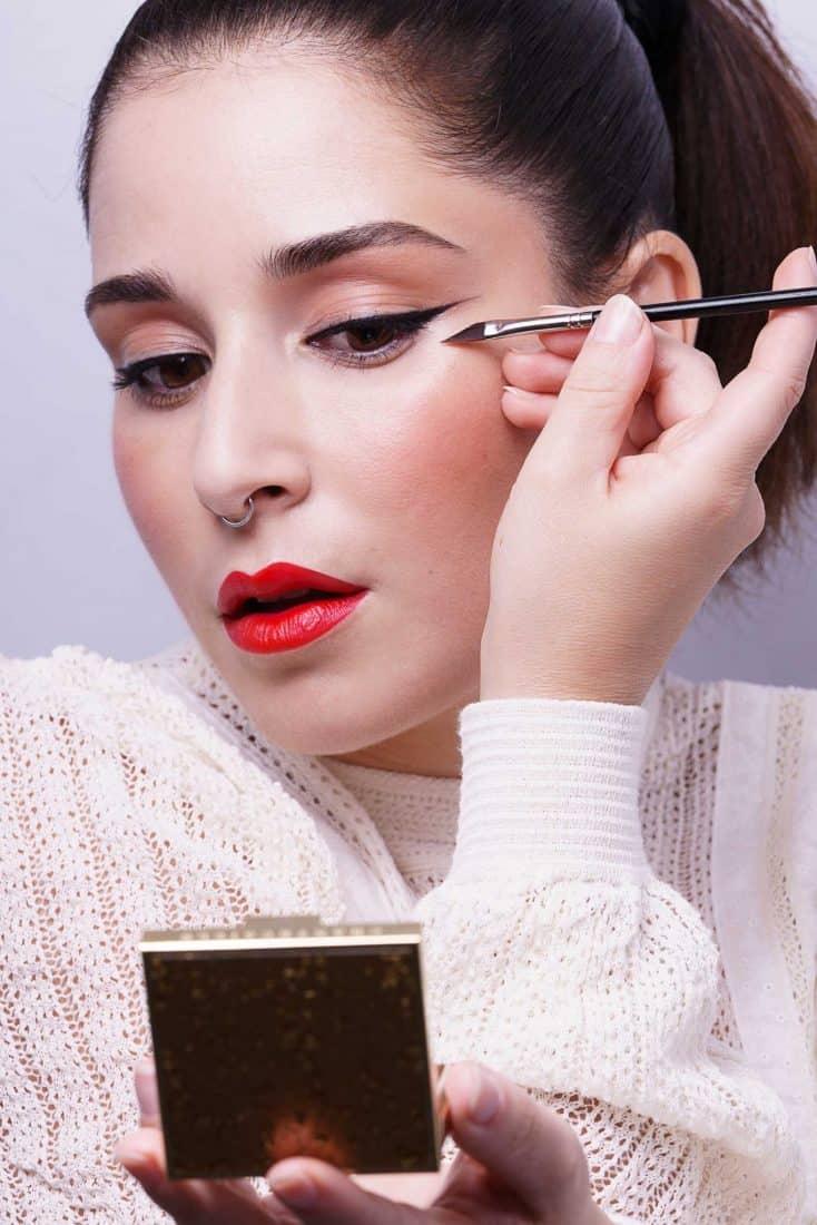 como hacer un eyeliner